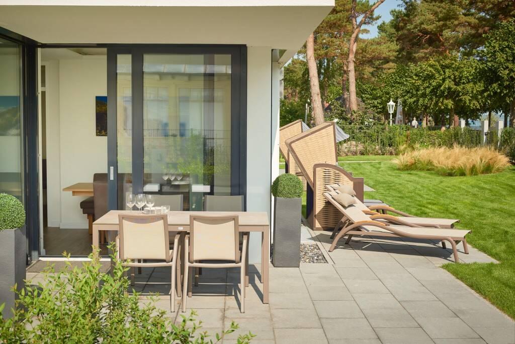 villa vogue. Black Bedroom Furniture Sets. Home Design Ideas